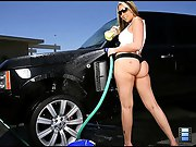 Big stacked sexy ass bikini babe sucks both of the car wash workers..