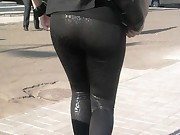 Sexy chubby arse teenies in yoga pants!