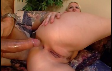 sexy MILF babe gets her fat bum fucked