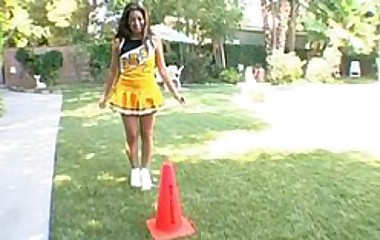bubble butt cheerleader sucks and fucks